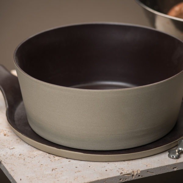 Stonefire Kitchen: Handmade Stonefire Pot With Lid-Oh! Bolo Brown